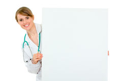 Smiling doctor woman holding billboard Royalty Free Stock Photography