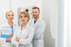 Smiling doctors working as team Royalty Free Stock Photos