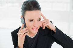 Smiling elegant businesswoman using cellphone Royalty Free Stock Photos