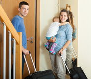 Smiling family with luggage Royalty Free Stock Images