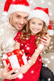 Smiling father and daughter holding gift box Royalty Free Stock Photos