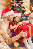 Smiling father and daughter opening gift box Royalty Free Stock Photos