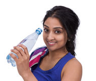 Smiling female athelte with water bottle Royalty Free Stock Photography