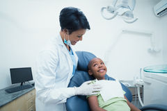 Smiling female dentist examining boys teeth Royalty Free Stock Photos