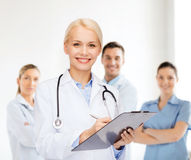 Smiling female doctor with clipboard Royalty Free Stock Images