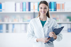 Smiling female doctor holding a clipboard Royalty Free Stock Photo