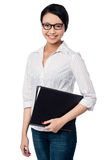 Smiling female executive holding business files Royalty Free Stock Photos