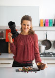 Smiling female food photographer in kitchen Royalty Free Stock Photos