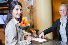 Smiling female guest in a hotel lobby Royalty Free Stock Photos