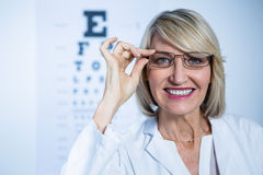 Smiling female optometrist wearing spectacles Royalty Free Stock Photos