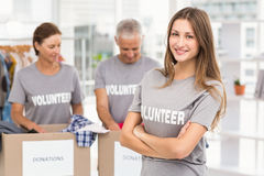 Smiling female volunteer with arms crossed Royalty Free Stock Images