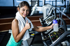 Smiling fit woman with thumbs up Royalty Free Stock Photography