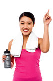 Smiling fitness woman holding sipper bottle Royalty Free Stock Photo