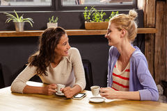 Smiling friends drinking coffee Royalty Free Stock Photography