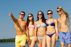 Smiling friends in sunglasses on summer beach Royalty Free Stock Images