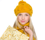 Smiling girl in autumn clothes with shopping bag Royalty Free Stock Photography