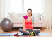 Smiling girl with bottle of water after exercising Royalty Free Stock Images
