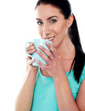 Smiling girl drinking coffee Royalty Free Stock Photos