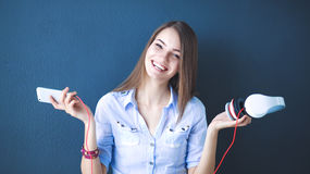 Smiling girl with headphones sitting on the floor near wall Royalty Free Stock Photos