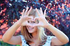 Smiling girl with heart sign Royalty Free Stock Photos