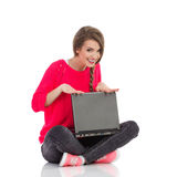 Smiling girl posing with a laptop Royalty Free Stock Images