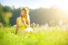 Smiling girl relaxing on green meadow Royalty Free Stock Photos