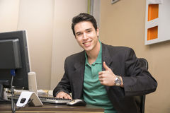 Smiling handsome young businessman sitting in the Royalty Free Stock Photos