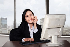 Smiling happy woman using computer Royalty Free Stock Photos