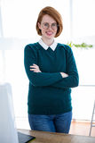 smiling hipster business woman with her arms crossed Royalty Free Stock Photos