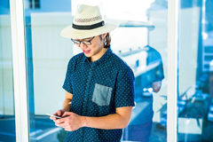 Smiling hipster businessman texting Royalty Free Stock Photos