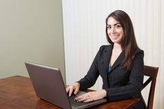 Smiling Hispanic Businesswoman Royalty Free Stock Photography