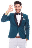 Smiling latin man looking and showing ok sign Royalty Free Stock Photos