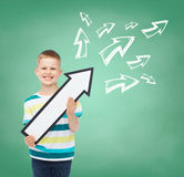 Smiling little boy with blank arrow pointing right Royalty Free Stock Photography
