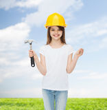 Smiling little girl in hardhat with hammer Royalty Free Stock Photos