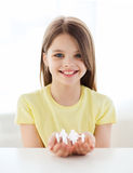 Smiling little girl showing paper man family Stock Images