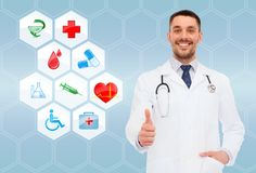 Smiling male doctor with stethoscope Royalty Free Stock Photos