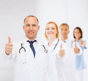 Smiling male doctor with stethoscope Royalty Free Stock Photography
