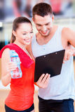 Smiling male trainer with woman in the gym Royalty Free Stock Photography