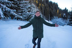 Smiling man have fun in the snowy mountains Royalty Free Stock Photos