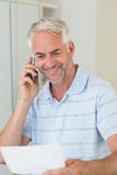 Smiling man on a phone call Royalty Free Stock Images