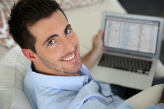 Smiling man using laptop Royalty Free Stock Photos