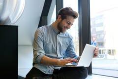 Smiling man using laptop Royalty Free Stock Images