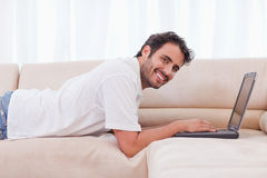 Smiling man using a notebook Royalty Free Stock Photos