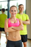 Smiling man and woman in gym Royalty Free Stock Photos