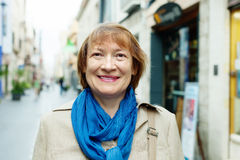 Smiling mature woman in city street Royalty Free Stock Photos