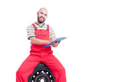 Smiling mechanic with friendly face holding a clipboard Royalty Free Stock Photos