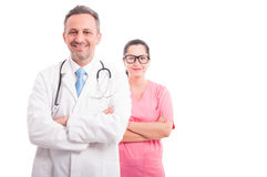 Smiling medic and nurse holding their arms crossed Royalty Free Stock Photos