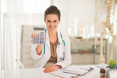 Smiling medical doctor woman showing calculator Stock Photography