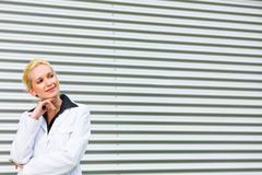 Smiling modern business woman looking at copyspace Royalty Free Stock Photos