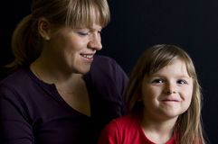 Smiling mother and daughter Royalty Free Stock Photos